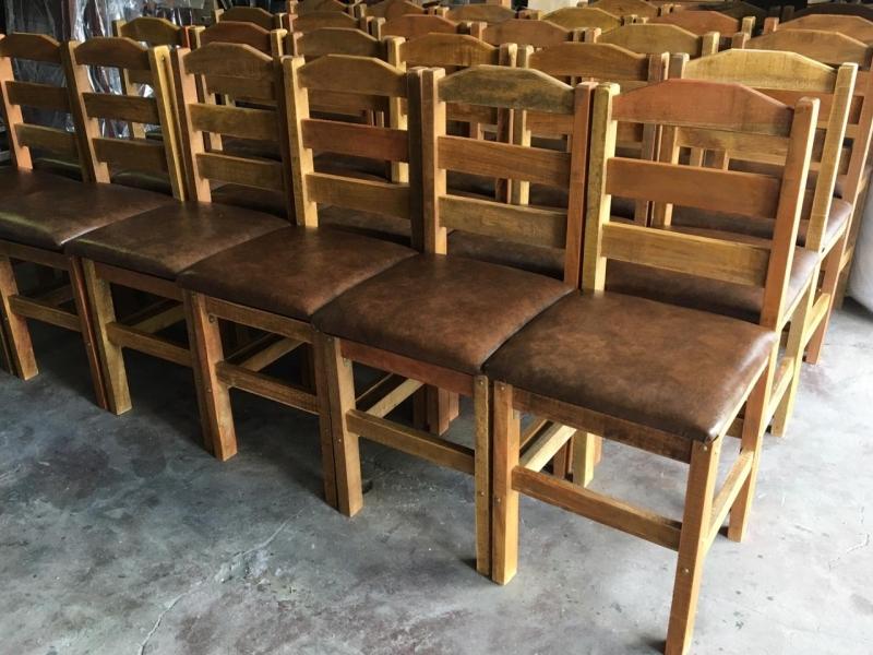 Loja De Cadeira De Madeira Rustica Estofada Vila Pompeia Cadeira De Madeira Estofada Rei Das Cadeiras