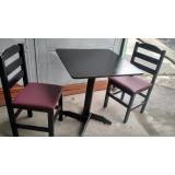 cadeira estofada de madeira Jaguaré
