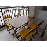 cadeira estofada madeira