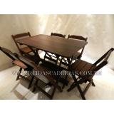 mesa com 6 cadeira de madeira