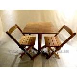 mesa com cadeira em madeira